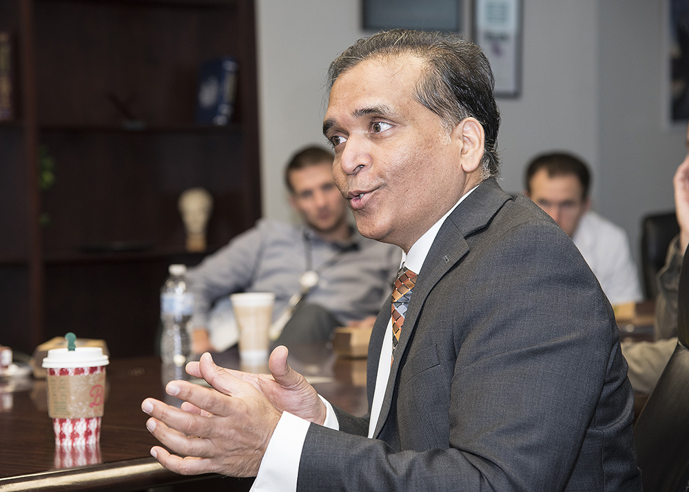 Vinod K. Panchbhavi, MD, FACS, visited residents at the University of Texas Health Sciences Center San Antonio.